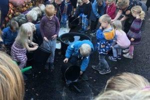 Colas-Toftevej-Gadstrup-permeabel-asfalt-børn-tester