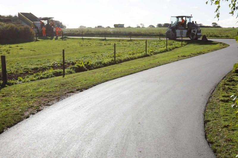 Colas-asfalt-til-Peter-Hollensens-landbrug-Vrå