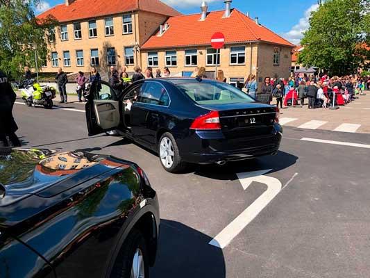 Borup-Skole-Kronebilen-ankommer-Colas-Danmark