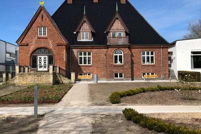 400×267-Viborg-bibliotek-Colas-udlægger-hvid-og-sort-asfalt-p-plads-og-stisystem